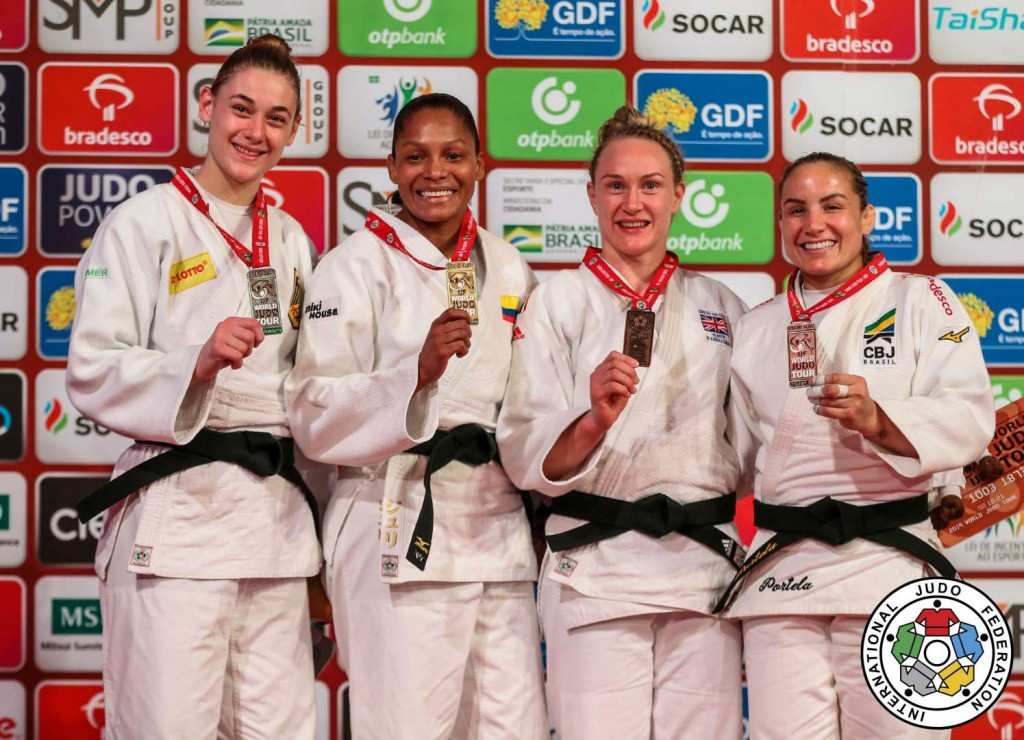 70kg級メダリスト。左から2位のジョヴァンナ・スコッチマッロ、優勝のジュリ・アルベール。