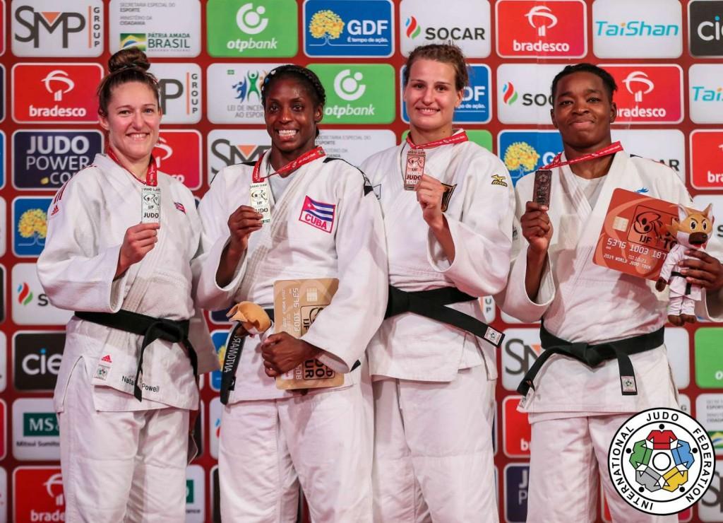 78kg級メダリスト。左から2位のナタリー・パウエル、優勝のカリエマ・アントマルチ、3位のアナ=マリア・ヴァグナーとオドレイ・チュメオ。