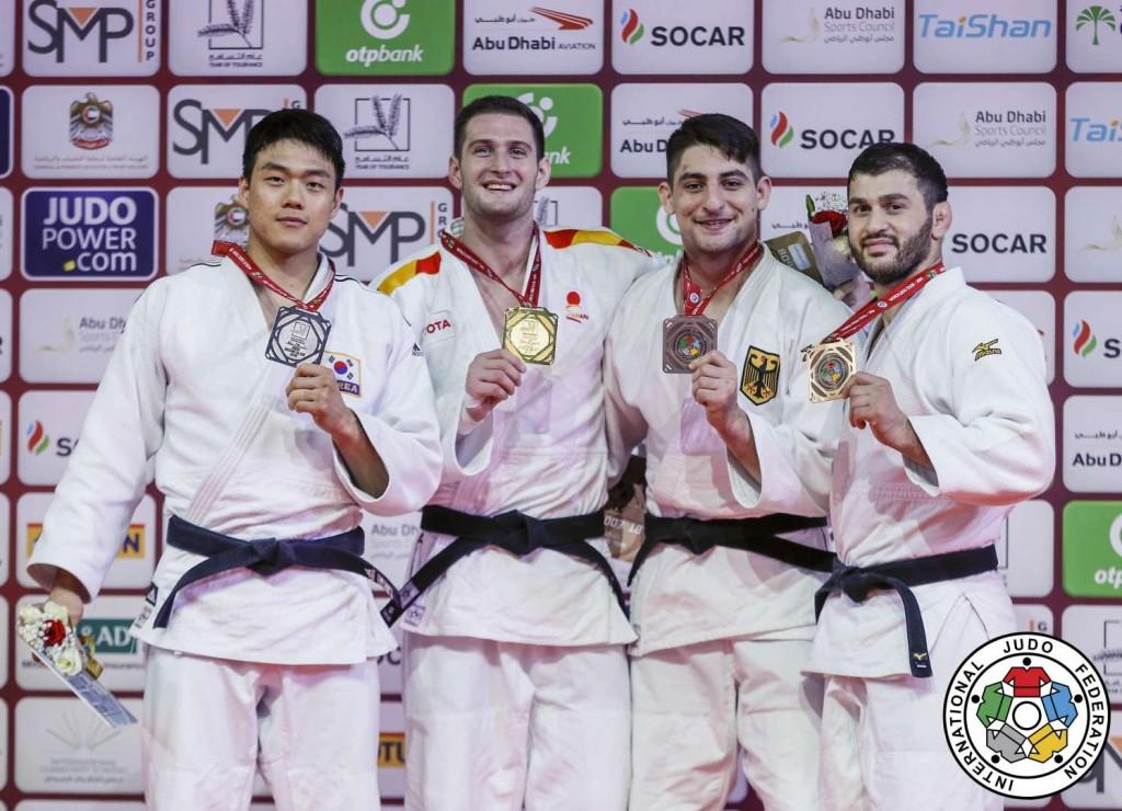 90kg級メダリスト。左から2位のガク・ドンハンと優勝のニコロス・シェラザディシヴィリ、3位のエドゥアルド・トリッペルとアヴランディル・チリキシヴィリ。
