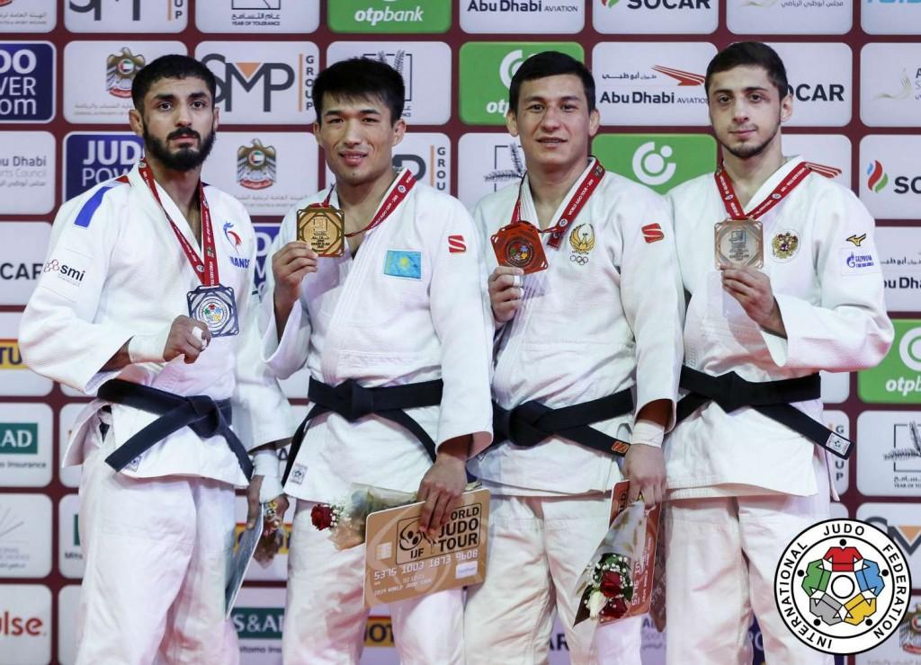 60kg級メダリスト。左から2位のワリード・キア、優勝のグスマン・キルギズバエフ、3位のディヨルベク・ウロズボエフとヤゴ・アブラゼ。