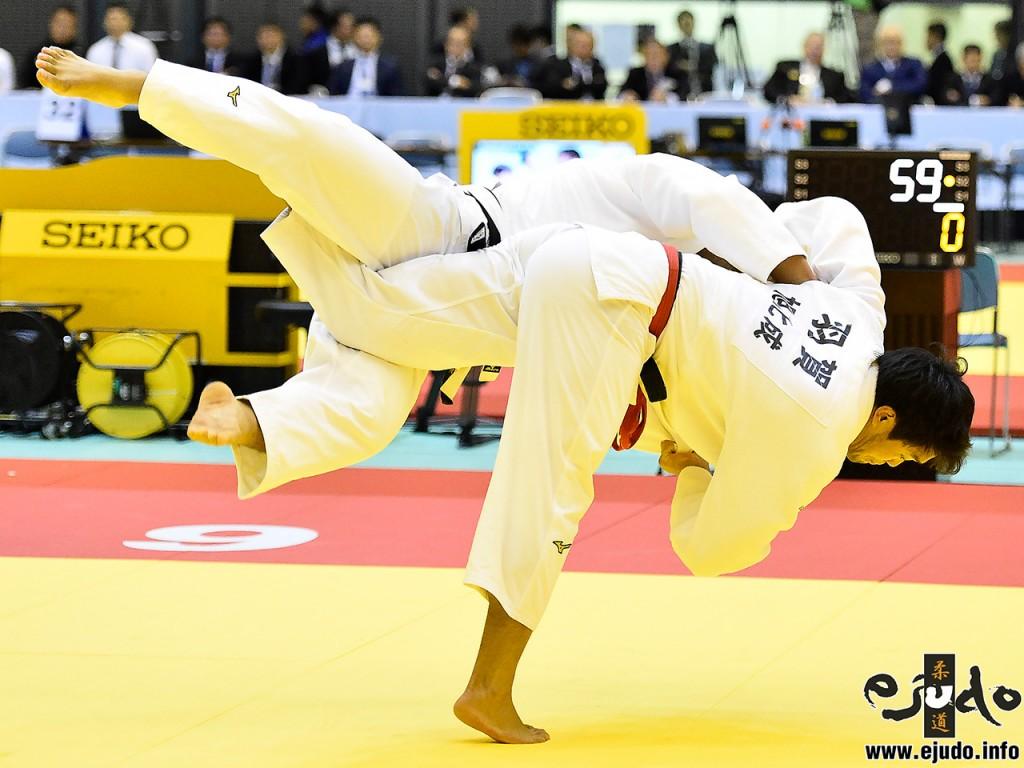 100kg級準々決勝、羽賀龍之介が中野智博から内股「一本」。