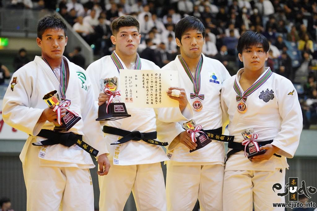 90kg級メダリスト。左から2位のベイカー茉秋、優勝の村尾三四郎、3位の前田宗哉と田嶋剛希。