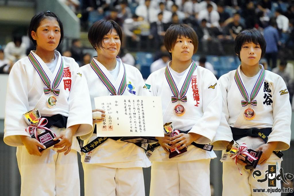 52kg級メダリスト。左から2位の立川莉奈、優勝の内尾真子、3位の前田千島と武田亮子。