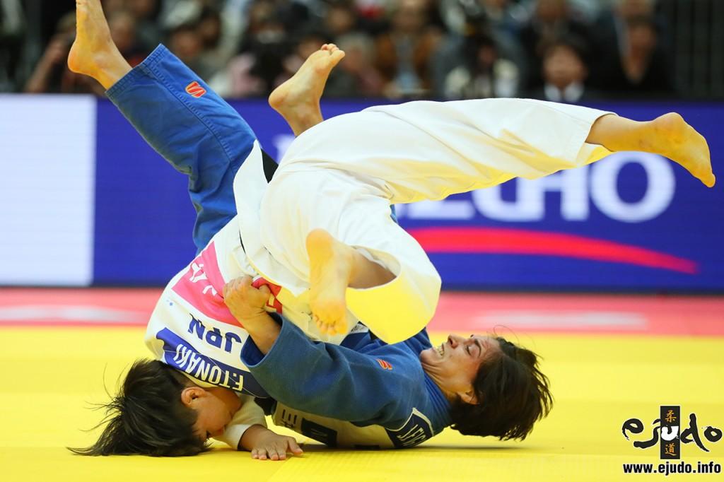 48kg級決勝、渡名喜風南がフリア・フィゲロアから小内刈「技有」