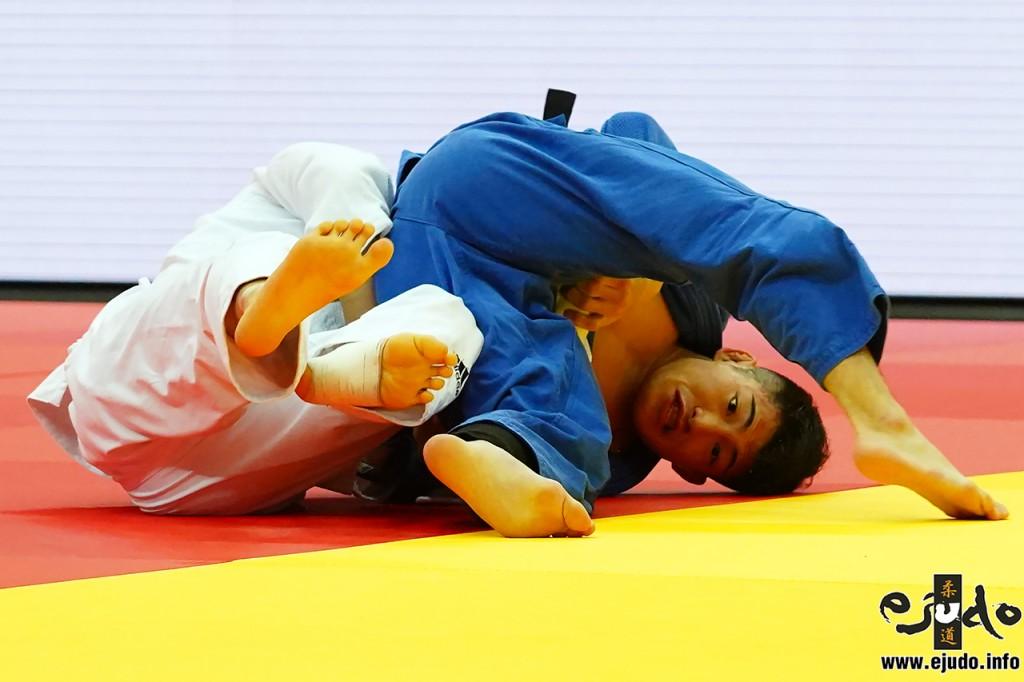 2回戦、相田勇司がアン・バウルの左背負投を切り返し、払腰の形で「技有」