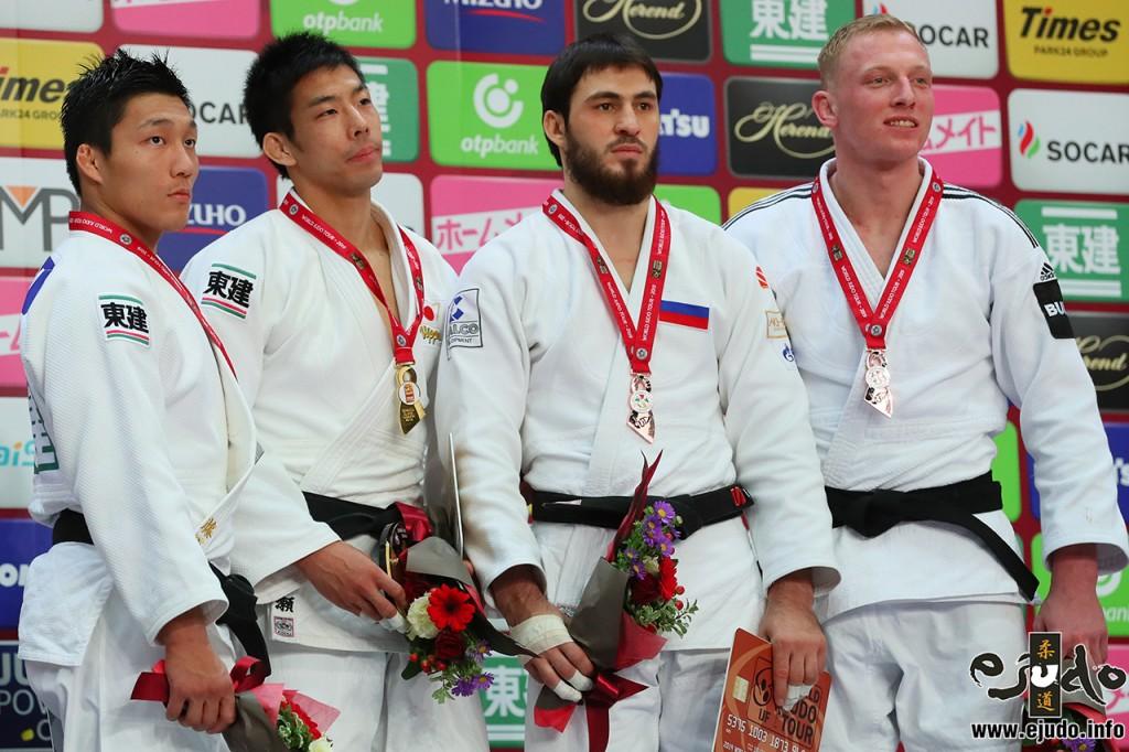 81kg級メダリスト。左から2位の藤原崇太郎、優勝の永瀬貴規、3位のツルパル・テプカエフとフランク・デヴィト。