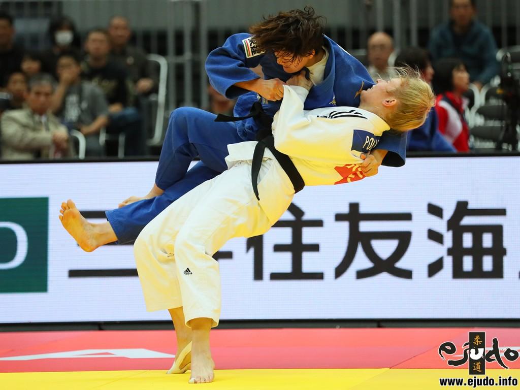 70kg級準々決勝、キム・ポリングが新井千鶴から裏投「一本」