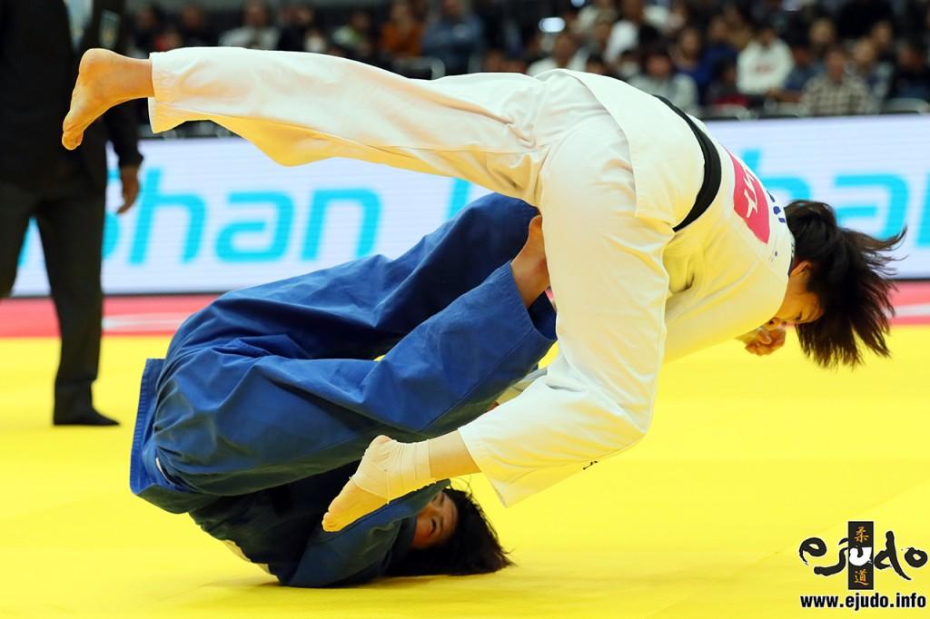 63kg級準決勝、土井雅子が田代未来から巴投「技有」を奪う。