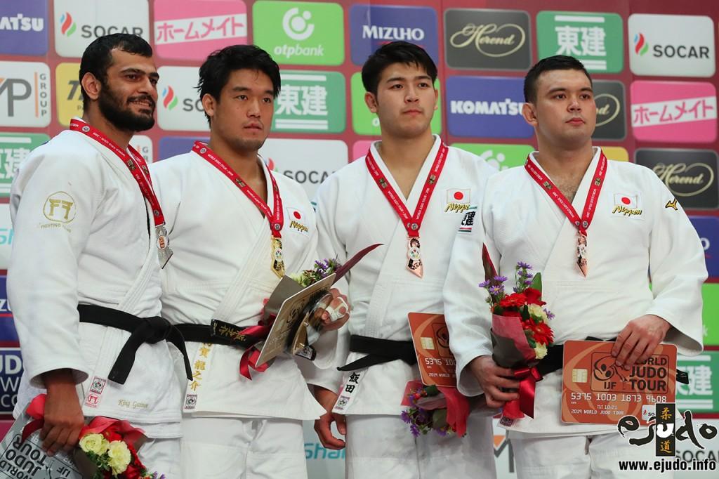100kg級メダリスト。左から2位のエルマー・ガシモフ、優勝の羽賀龍之介、3位の飯田健太郎とウルフアロン。
