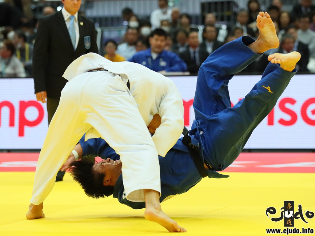 90kg級準々決勝、ガク・ドンハンがイ・ウォンヒばりの逆体落で向翔一郎から「一本」