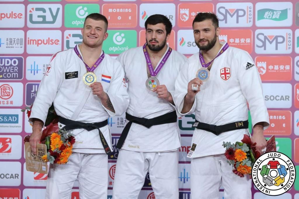100kg級メダリスト。左から優勝のマイケル・コレル、3位のニヤズ・イリアソフとヴァーラム・リパルテリアニ。