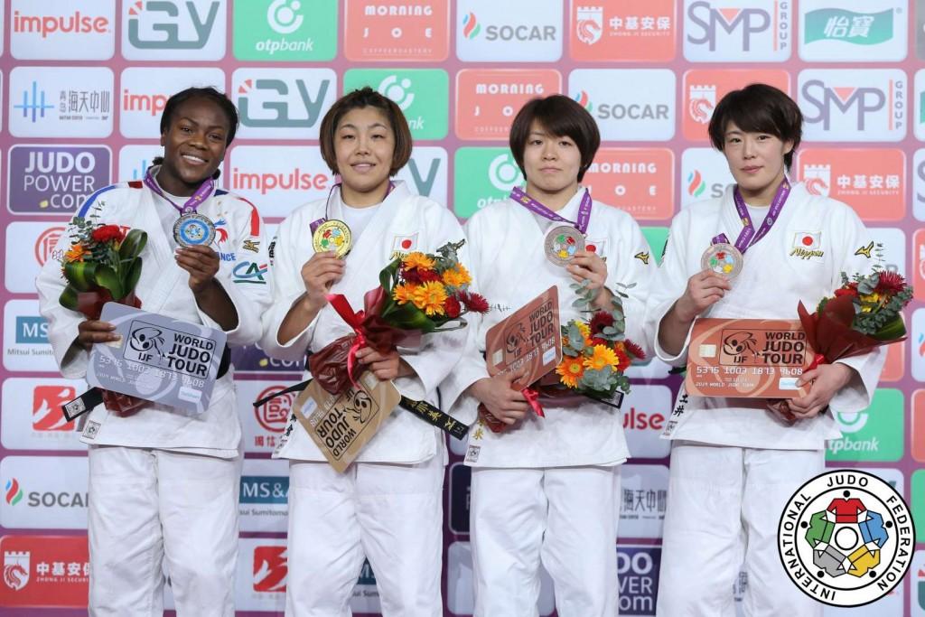 63kg級メダリスト。左から2位のクラリス・アグベニュー、優勝の鍋倉那美、3位の土井雅子と田代未来。