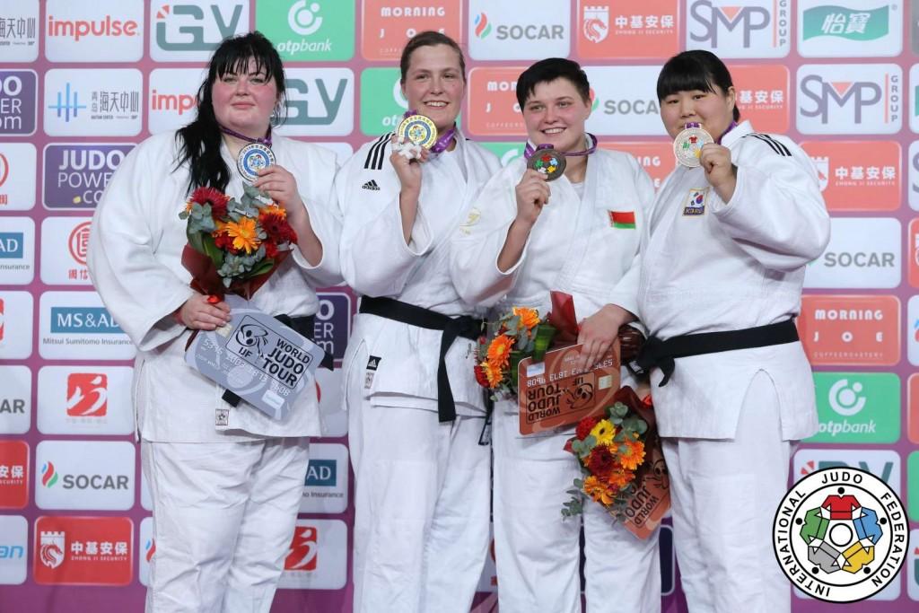 78kg超級メダリスト。左から2位のイリーナ・キンゼルスカ、優勝のテッシー・サフェルコウルス、3位のマリーナ・スルツカヤとキム・ハユン。