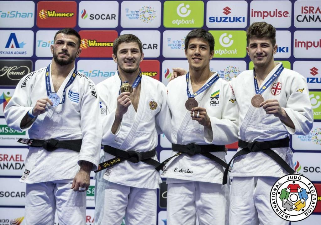 81kg級メダリスト。左から2位のアレクシオス・ンタナツィディス、優勝のアスラン・ラッピナゴフ(、3位のエドゥアルド=ユウジ・サントスとルカ・マイスラゼ。