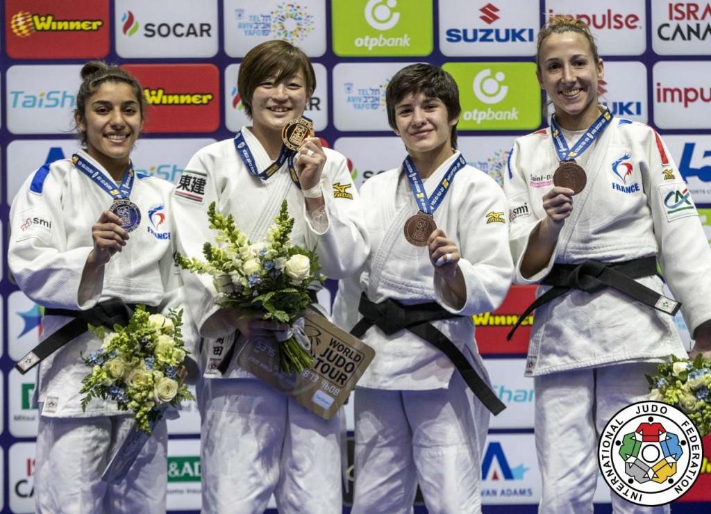 48kg級メダリスト。左から2位のシリーヌ・ブクリ、優勝の角田夏実、3位のツグジェ・ベデル、メラニー・クレモン。