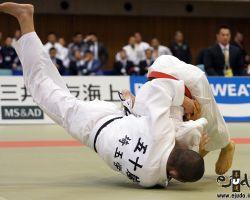 55kg級決勝、佐藤優磨が五十嵐雅人から左袖釣込腰で「技有」先制