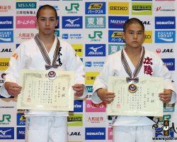 55kg級上位入賞者。左から準優勝の五十嵐雅人、優勝の佐藤優磨