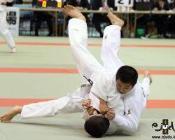 60kg級準決勝、辻岡慶次(大成高2年)が中島瑞貴(西日本短大附高2年)の右袖釣込腰を返して隅落「技有」